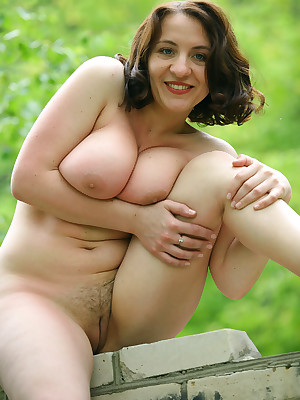 Hot curvy girls nude